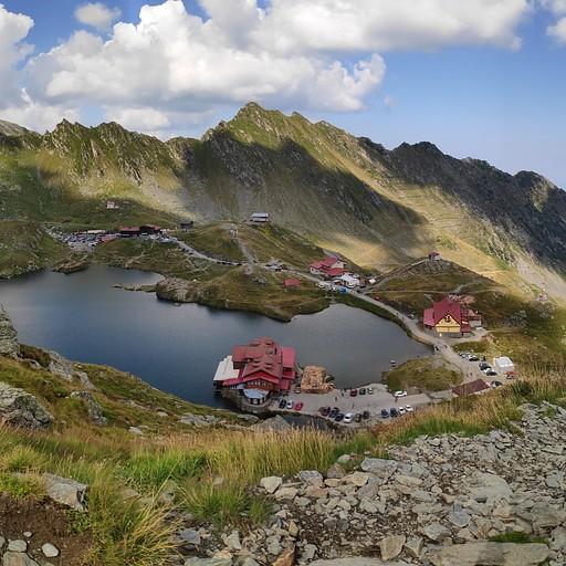אגם בלאה והבקתות מלמעלה