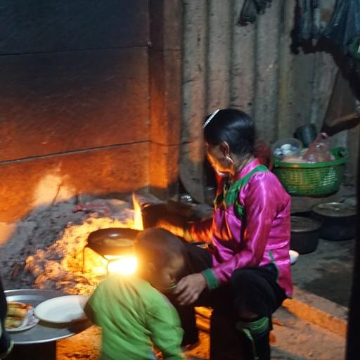 מאמא שושו מכינה ארוחת ערב
