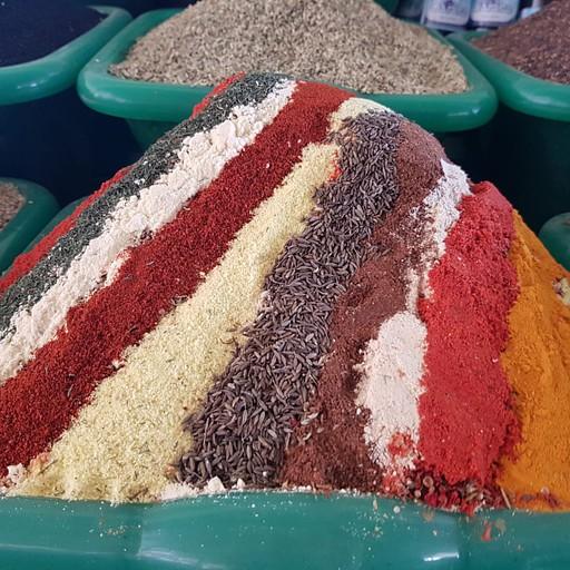 תבלינים בשוק צ'ורסו