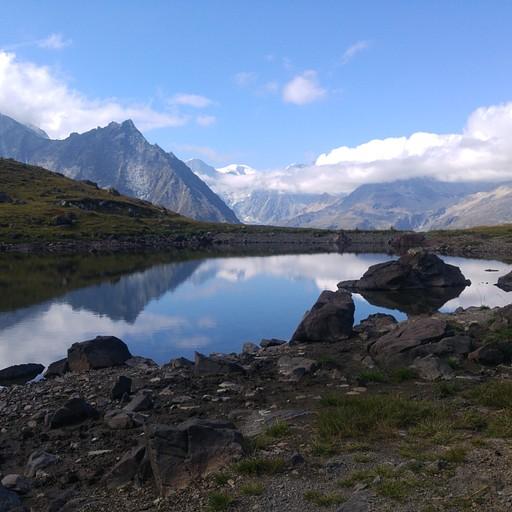 כקילומטר לפני הפאס Col de Tsate, תמצאו אגם קטן ויפה.