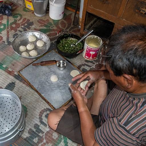 בעל הבית מכין מומו - כיסונים טיבטיים