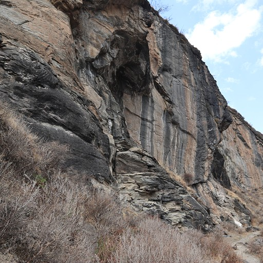 סלעים מדהימים בדרך
