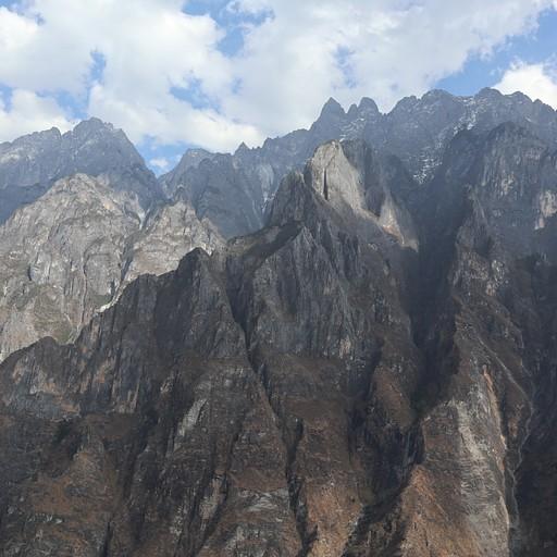 הרים סלעיים משוננים